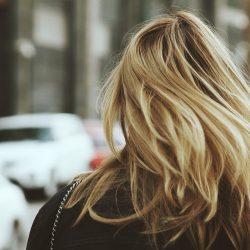Blond naturel jeune coiffure paris