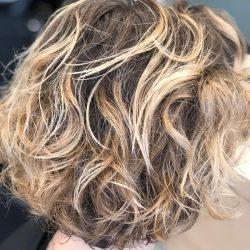 mèches couleur dorée- balayage-visagiste-jeune coiffure 75005